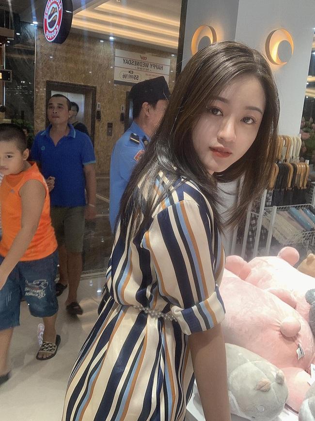 """Vợ tương lai của cầu thủ """"nghèo"""" nhất ĐT Việt Nam: Xinh hết phần người khác - Ảnh 8."""