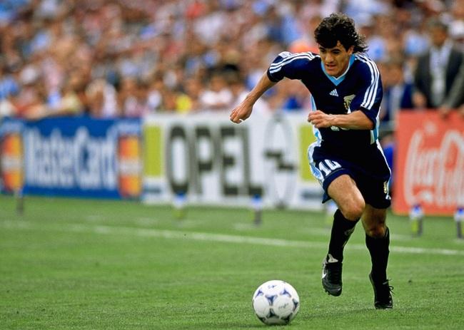 """5 cầu thủ khốn khổ vì được coi là """"truyền nhân của Maradona"""": Có cả Messi - Ảnh 2."""