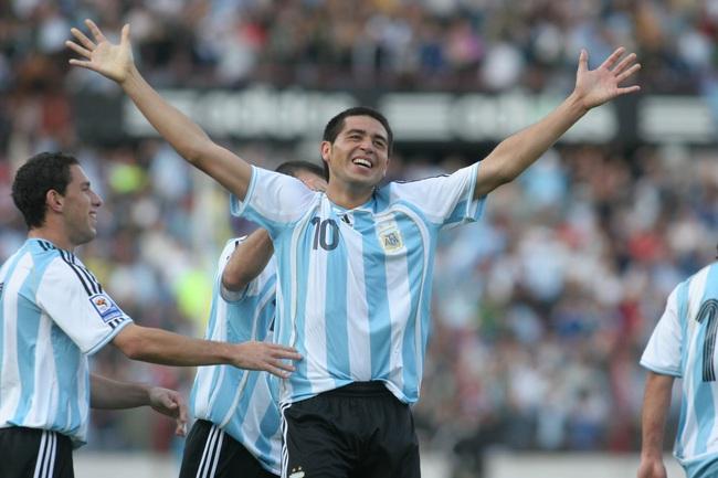 """5 cầu thủ khốn khổ vì được coi là """"truyền nhân của Maradona"""": Có cả Messi - Ảnh 4."""
