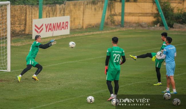 Ngày đầu tập trung U22 Việt Nam có HLV thủ môn Hàn Quốc mới  - Ảnh 9.