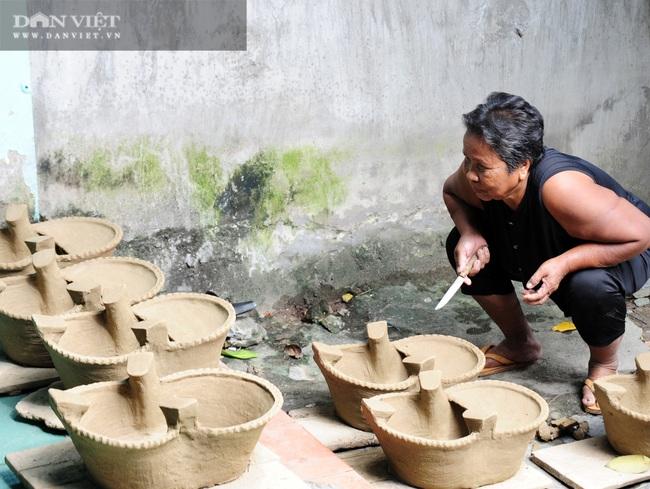 Về làng gốm Phnôm Pi ở vùng Bảy Núi, xem các chị làm nồi đất, khuôn bánh bằng tay - Ảnh 8.