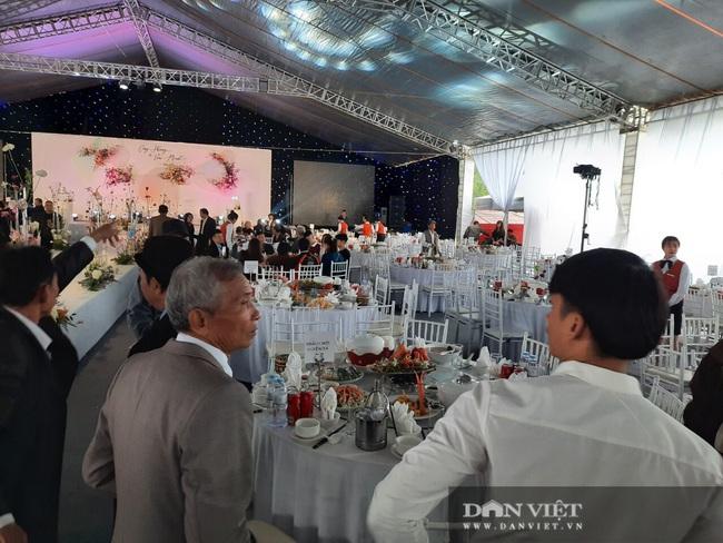 Dế choắt, Phan Văn Đức đến tham dự lễ cưới Công Phượng - Ảnh 6.