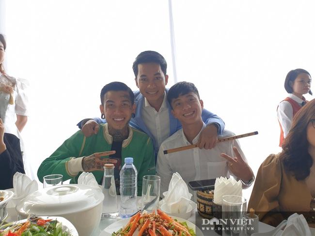 Dế choắt, Phan Văn Đức đến tham dự lễ cưới Công Phượng - Ảnh 5.