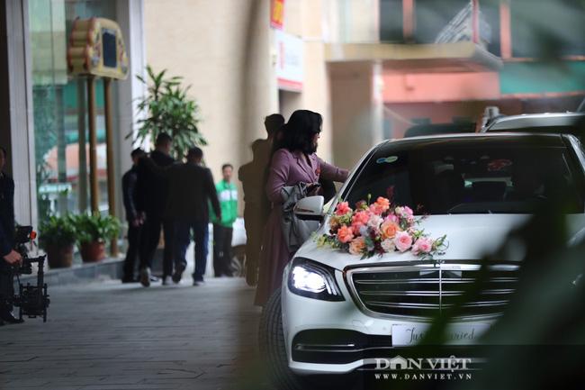 Công Phượng bảnh bao đến đón vợ về dinh - Ảnh 3.