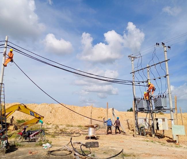 Điện lực Phú Thiện (PC Gia Lai): Nhiều hoạt động tri ân khách hàng năm 2020 - Ảnh 1.