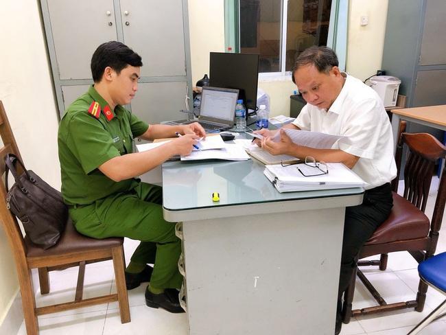 Đình chỉ chức vụ Phó trưởng ban chỉ đạo Công trình lịch sử TPHCM với ông Tất Thành Cang - Ảnh 1.