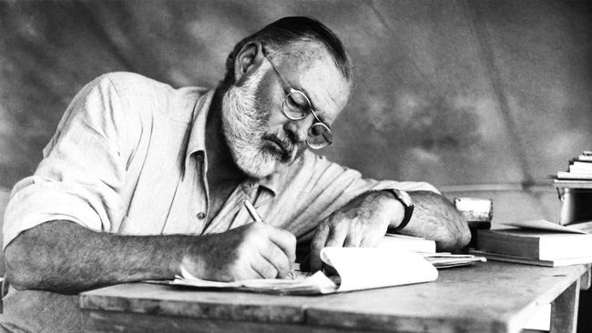 FBI có liên quan đến cái chết của nhà văn Ernest Hemingway? - Ảnh 1.