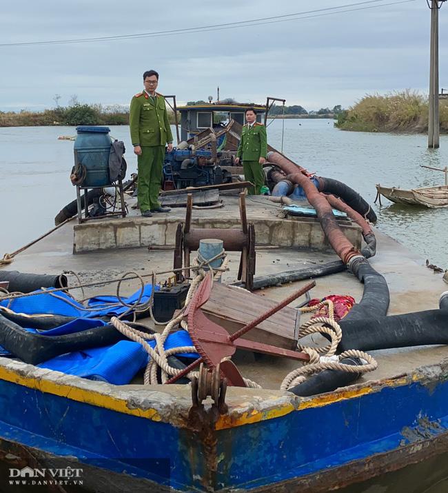 Quảng Ninh khởi tố vụ khai thác cát trái phép tại Móng Cái - Ảnh 1.