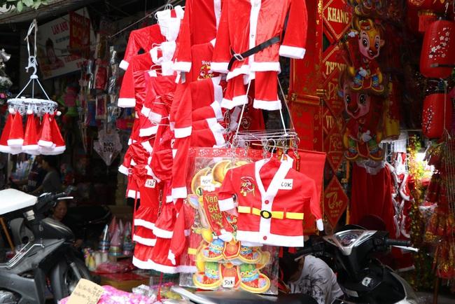 """Người dân đua nhau tạo dáng đón Noel, tiểu thương nhăn nhó treo biển """"không chụp ảnh"""" - Ảnh 11."""