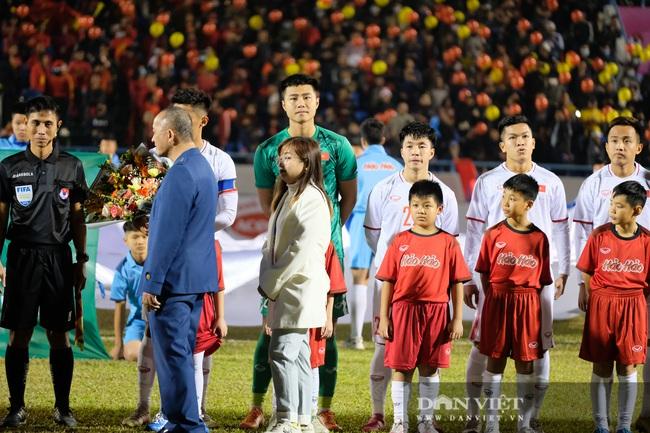 Văn Quyết ghi bàn, đội tuyển Việt Nam thắng ngược U22 Việt Nam - Ảnh 2.
