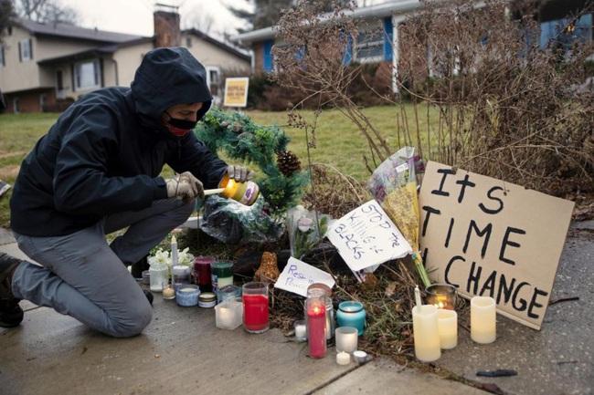 Cảnh sát giết người đàn ông da đen không vũ trang gây ra sự phẫn nộ mới ở Mỹ - Ảnh 2.