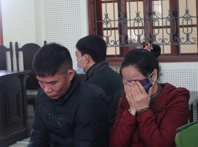 Phút trùng phùng đẫm nước mắt khi gặp con thơ tại toà của cặp vợ chồng rủ nhau vào tù vì ma tuý - Ảnh 2.