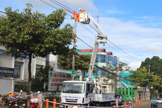 PC Gia Lai: Giảm gần 500 giờ mất điện cho khách hàng nhờ công nghệ sửa chữa hotline - Ảnh 1.
