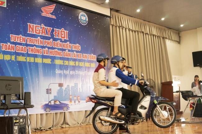 Quảng Ngãi: Sinh viên trường Cao đẳng Kỹ nghệ Dung Quất với ngày hội lái xe an toàn  - Ảnh 4.