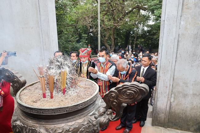 Đoàn Đại biểu các dân tộc thiểu số Việt Nam dâng hương tưởng nhớ các Vua Hùng - Ảnh 3.