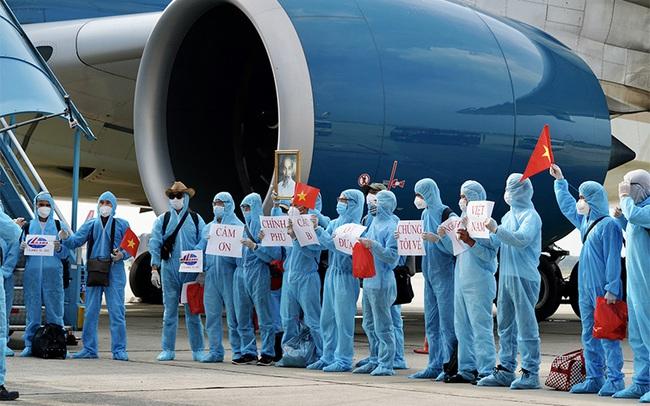 Sau lời xin lỗi của Vietnam Airlines - Ảnh 2.