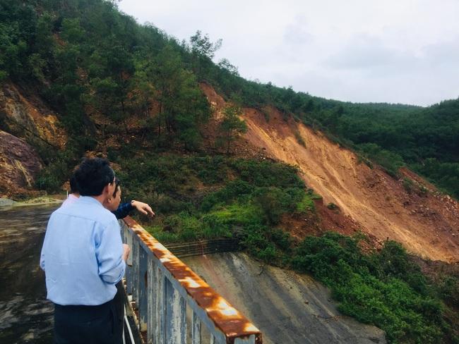 TT-Huế: Yêu cầu Thủy điện Hương Điền đảm bảo an toàn cho hạ du sau vụ sạt lở 5.000m3 gần chân đập  - Ảnh 2.
