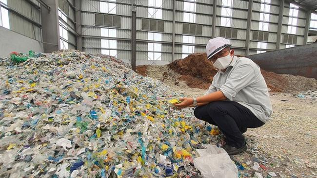 Bùn thải thành nhiên liệu sản xuất xi măng - Ảnh 1.