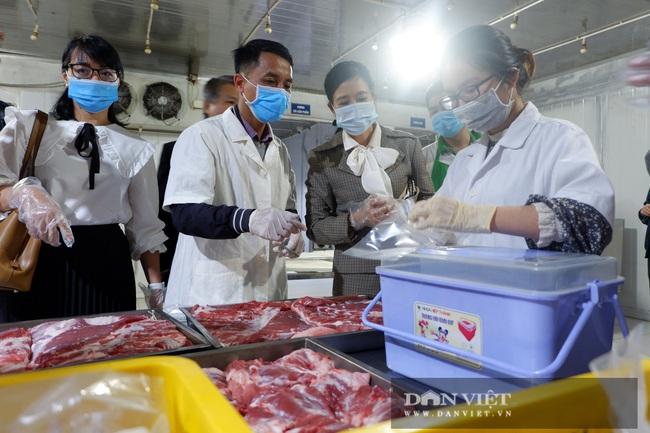 """CLIP: """"Đột nhập"""" trang trại nuôi 4.000 con lợn, một ngày bán hơn 2 tấn thịt, thu 80 tỷ đồng/năm - Ảnh 6."""