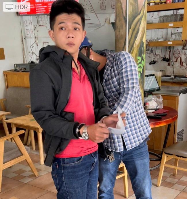 TPHCM: Bắt hai cha con giả Cảnh sát hình sự cướp tài sản của người dân - Ảnh 2.