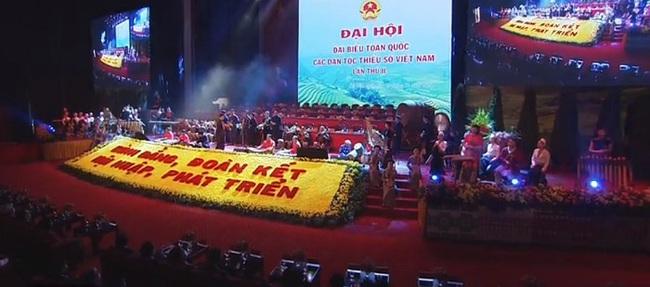 CLIP: Chủ tịch Quốc hội Nguyễn Thị Kim Ngân hòa cùng điệu múa đặc sắc các dân tộc Việt Nam ở Thủ đô - Ảnh 2.