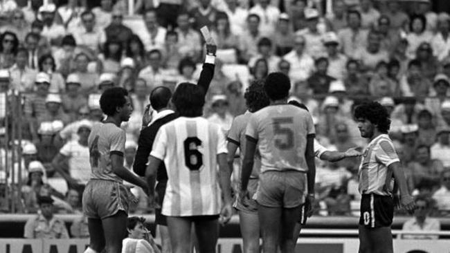 5 khoảnh khắc đáng nhớ nhất của Maradona trong lịch sử World Cup - Ảnh 1.