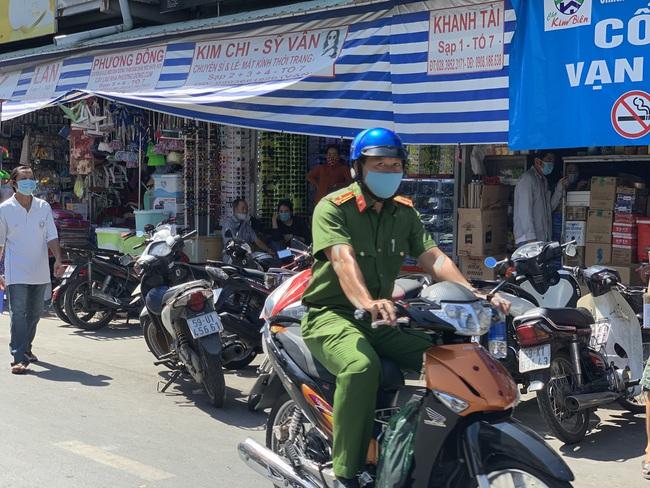 Người đàn ông dùng dao đâm chết nữ trưởng ban quản lý chợ Kim Biên - Ảnh 2.