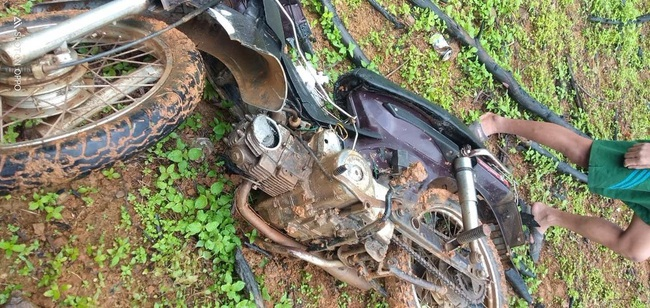 Lâm tặc đập xe tổ bảo vệ rừng để trả đũa - Ảnh 2.