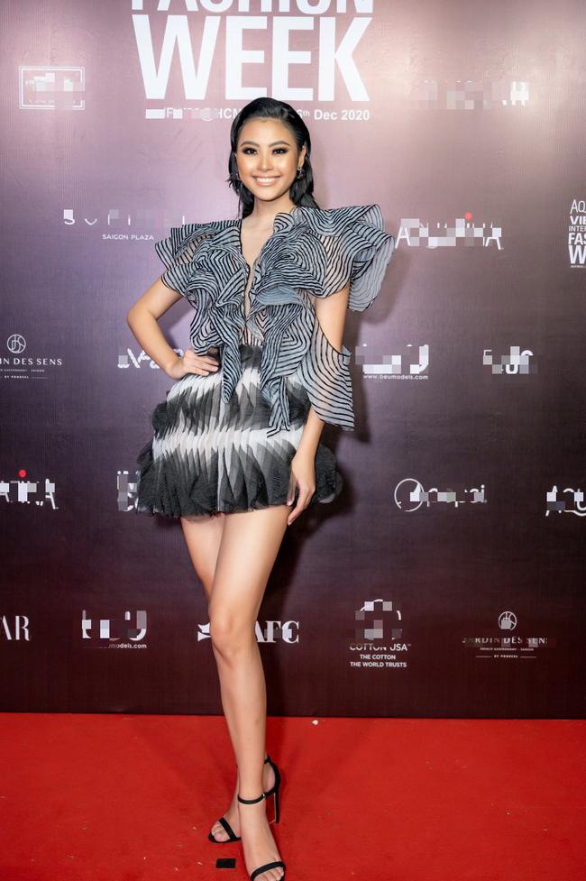 Hoa hậu Lê Âu Ngân Anh, Á hậu Kiều Loan đến ủng hộ nhà thiết kế Ivan Trần - Ảnh 3.