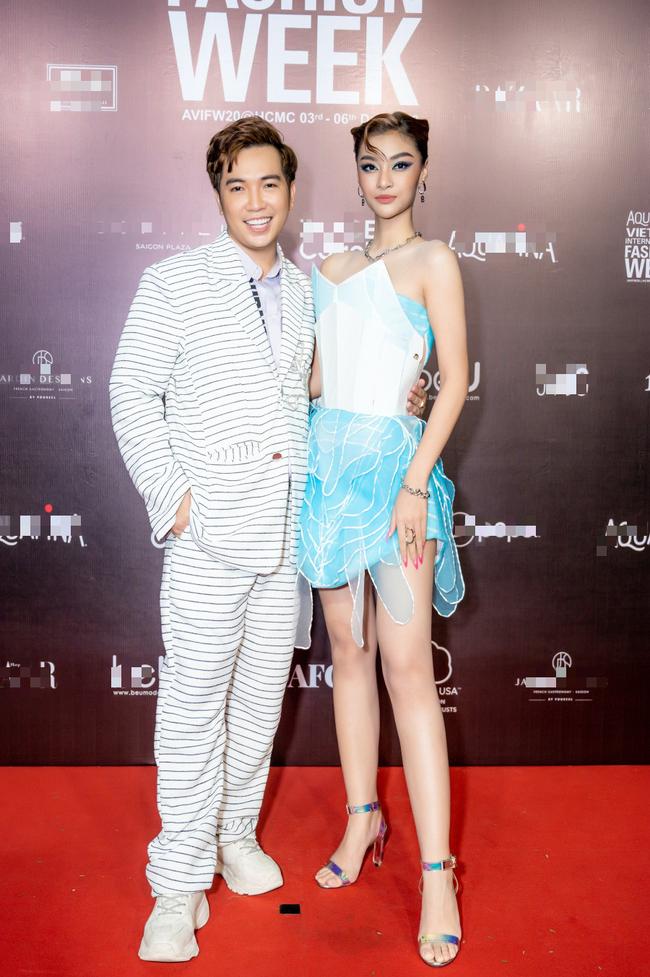 Hoa hậu Lê Âu Ngân Anh, Á hậu Kiều Loan đến ủng hộ nhà thiết kế Ivan Trần - Ảnh 4.