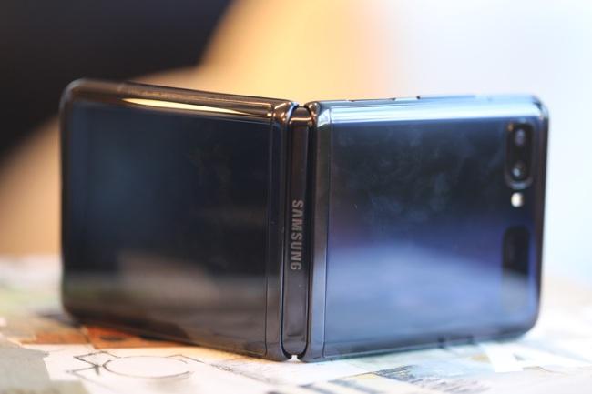 Chiêm ngưỡng smartphone màn hình gập Samsung Galaxy Z Flip - Ảnh 3.