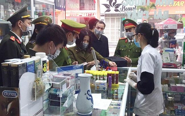Bị tố giá khẩu trang, chủ hiệu thuốc bị phạt hơn 25 triệu đồng  - Ảnh 1.