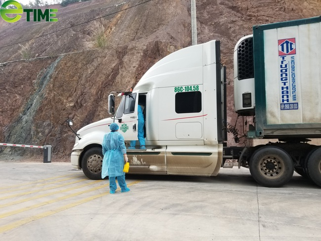 """Chưa có hợp đồng mua bán, gần 500 xe hàng vẫn """"nằm chờ"""" tại cửa khẩu Lạng Sơn - Ảnh 2."""