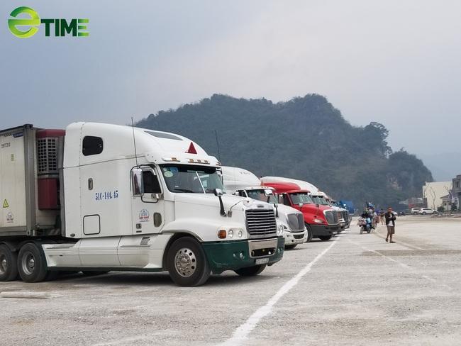"""Chưa có hợp đồng mua bán, gần 500 xe hàng vẫn """"nằm chờ"""" tại cửa khẩu Lạng Sơn - Ảnh 1."""