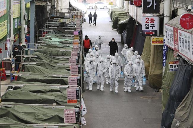 Sắc đỏ bao trùm chứng khoán Châu Á khi số ca nhiễm virus corona tại Hàn Quốc vượt mốc 1.000 - Ảnh 1.