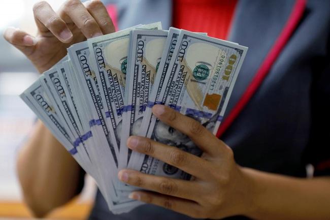 Tỷ giá ngoại tệ hôm nay 25/2 tăng sốc trên thị trường tự do - Ảnh 1.