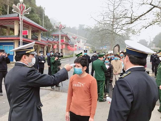 Lạng Sơn: Tiếp nhận 32 công dân Việt Nam xuất cảnh trái phép do Trung Quốc trao trả - Ảnh 2.