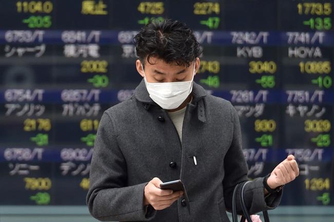 Vừa mở cửa sau kỳ nghỉ Tết Nguyên đán, chứng khoán Trung Quốc tụt mạnh 7% - Ảnh 1.
