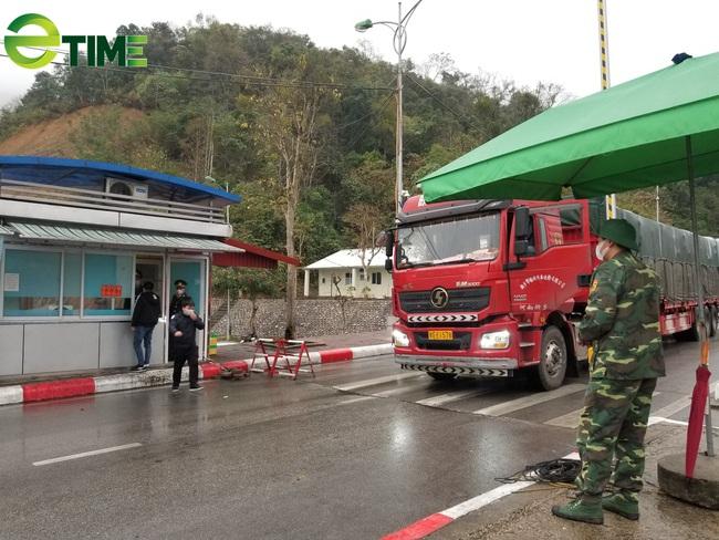 Đã thông quan hơn 386.000 tấn hàng hóa qua các cửa khẩu biên giới Lạng Sơn - Ảnh 1.