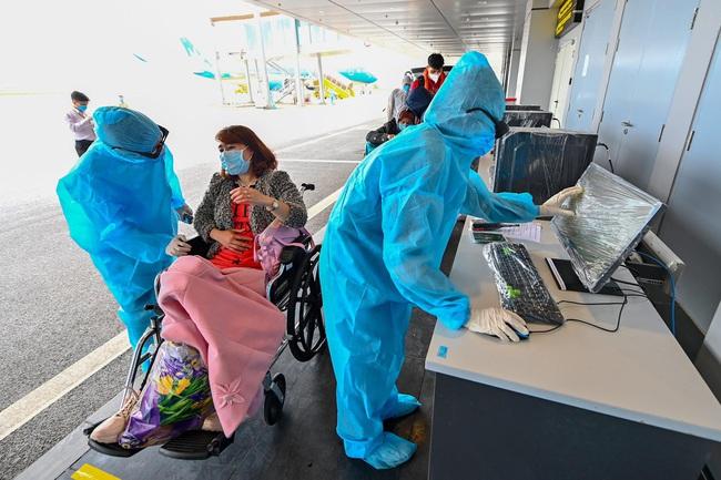 Sân bay Vân Đồn đón thêm 56 công dân Việt Nam từ Ukraine về nước  - Ảnh 3.