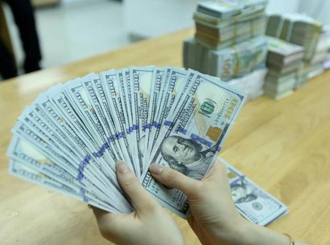 Tỷ giá ngoại tệ hôm nay 4/3 tăng vọt ở chợ đen - Ảnh 1.
