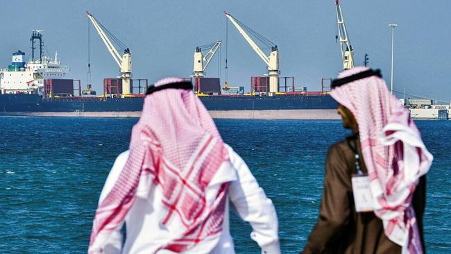 """OPEC+ đạt thỏa thuận, giá dầu vẫn """"lao dốc"""" - Ảnh 1."""