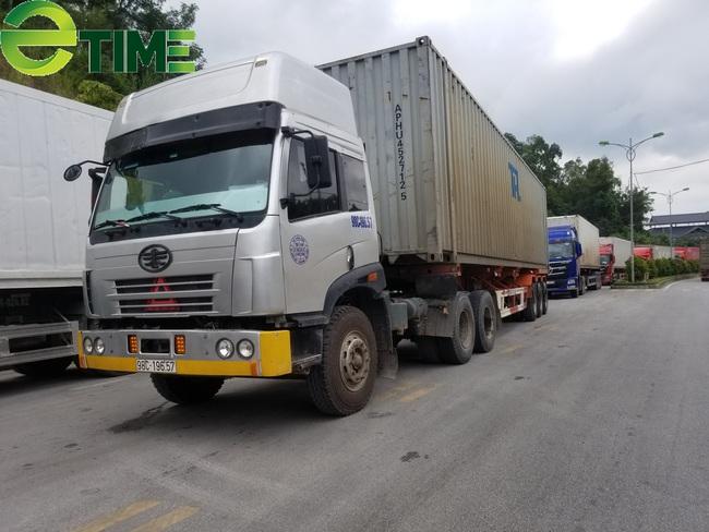 """Vẫn còn hơn 2.500 xe hàng """"nằm chờ"""" xuất khẩu tại các cửa khẩu Lạng Sơn - Ảnh 2."""