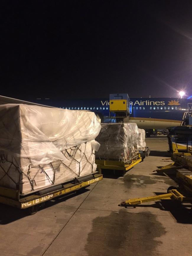Chuyến bay đặc biệt của Vietnam Airlines tới Anh giữa tâm dịch Covid-19 - Ảnh 3.
