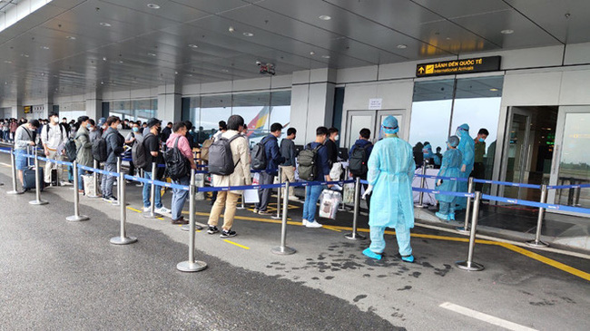 Sân bay Vân Đồn đón thêm 308 kỹ sư Hàn Quốc sang Việt Nam làm việc - Ảnh 2.