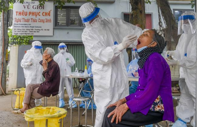 Hà Nội test nhanh hơn 1.300 người dân khu vực bệnh nhân 266 cư trú - Ảnh 2.