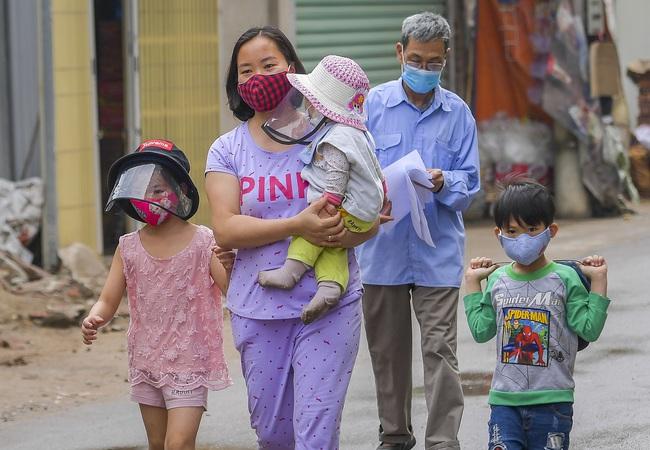 Hà Nội test nhanh hơn 1.300 người dân khu vực bệnh nhân 266 cư trú - Ảnh 8.