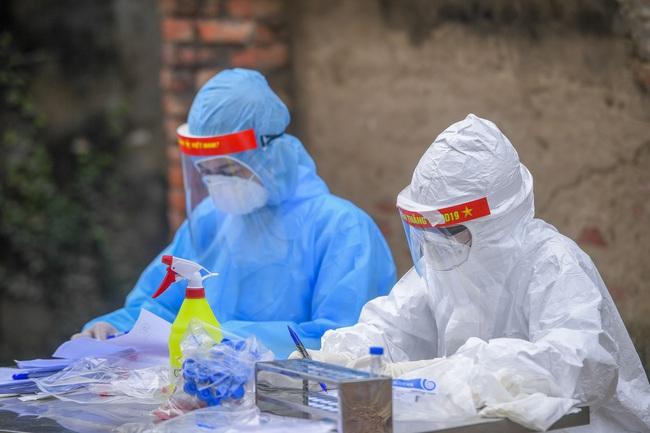 Hà Nội test nhanh hơn 1.300 người dân khu vực bệnh nhân 266 cư trú - Ảnh 3.