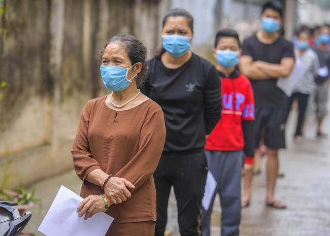 Hà Nội test nhanh hơn 1.300 người dân khu vực bệnh nhân 266 cư trú - Ảnh 7.