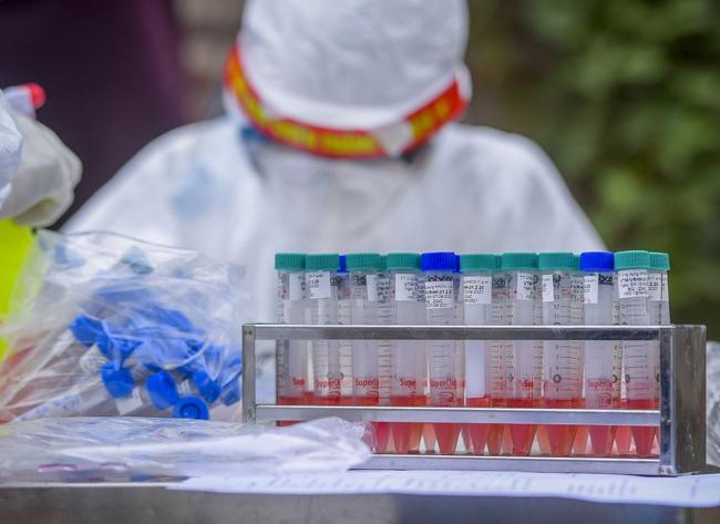 Hà Nội test nhanh hơn 1.300 người dân khu vực bệnh nhân 266 cư trú - Ảnh 5.